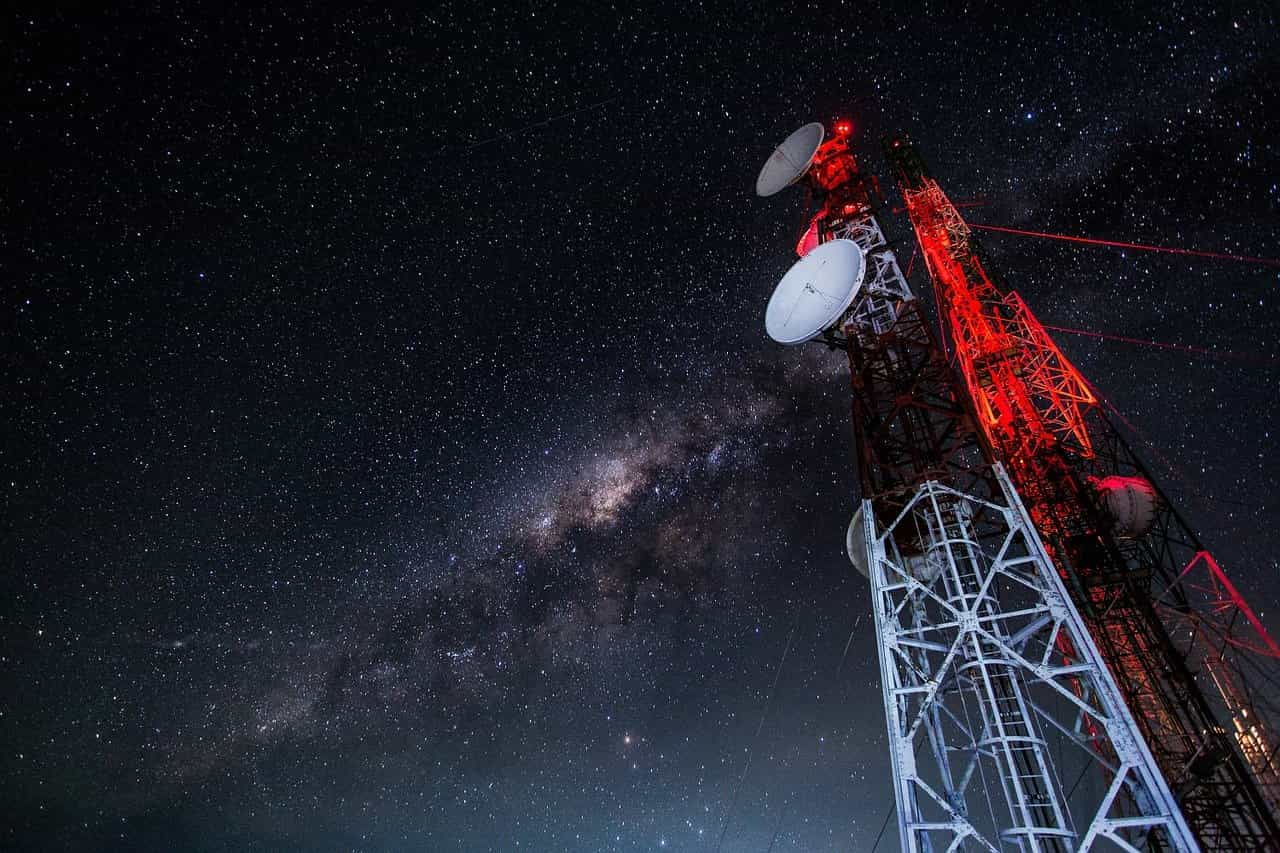 fondo antenas nocturno